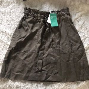 NWT paperbag style skirt size 4